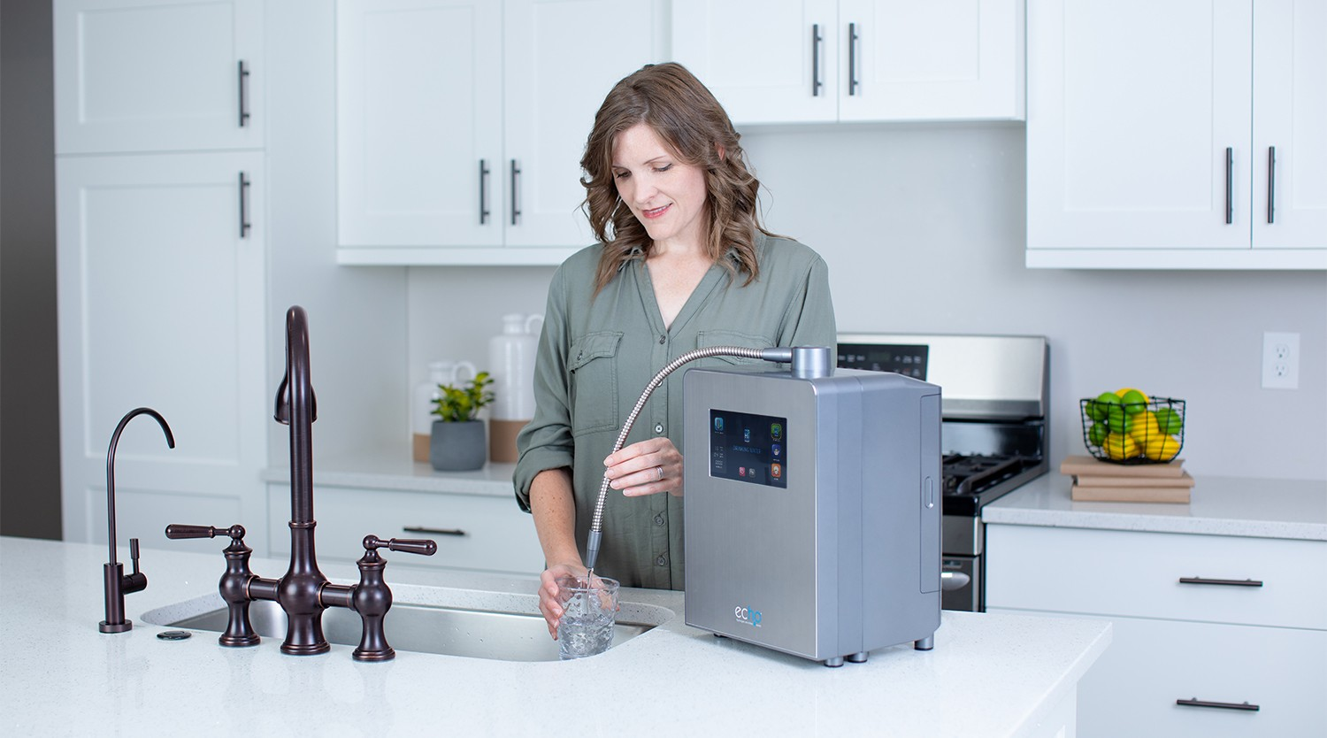 woman filling up water with the Echo Ultimate
